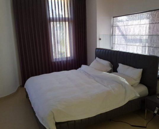 וילון חשמלי לחדר שינה